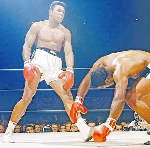 a biography of muhammad ali a famous boxer